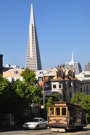 Cable Car and Transamerica Pyramid 2