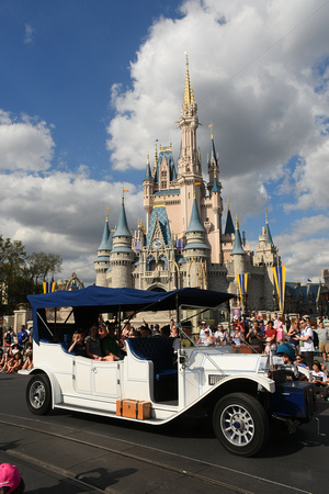 Disney Festival of Fantasy Parade 01 - Grand Marshals in White Car